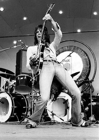 Jeff Beck performing in 1973.  Credit: Ian Dickson/MediaPunch