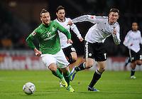 FUSSBALL   1. BUNDESLIGA   SAISON 2011/2012    16. SPIELTAG SV Werder Bremen - VfL Wolfsburg          10.12.2011 Marko Arnautovic (li, SV Werder Bremen) gegen Alexander Madlung (re, Wolfsburg)