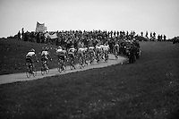 De Ronde van Vlaanderen 2012..escape group up a crowdy hill