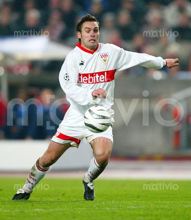 FUSSBALL International Saison 2003/2004 Silvio MEISSNER, Einzelaktion am Ball VfB Stuttgart