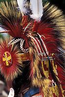 Nativo Americano LAKOTA SIOUX con il copricapo tradizionale.LAKOTA SIOUX native American wearing the traditional headdress