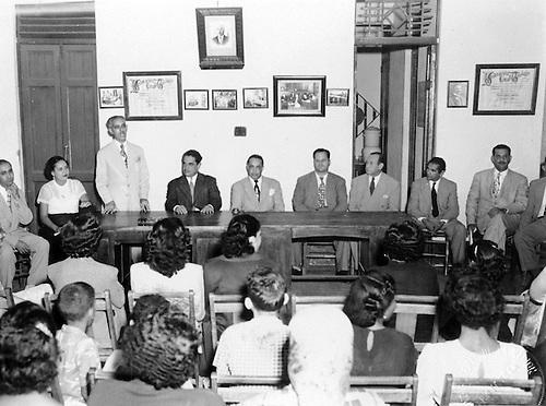 Rafael David Henríquez dirigiéndose a los presentes. Acto en la Confederación de Trabajadores Dominicanos. Campaña de Alfabetización. Diciembre 18, 1952