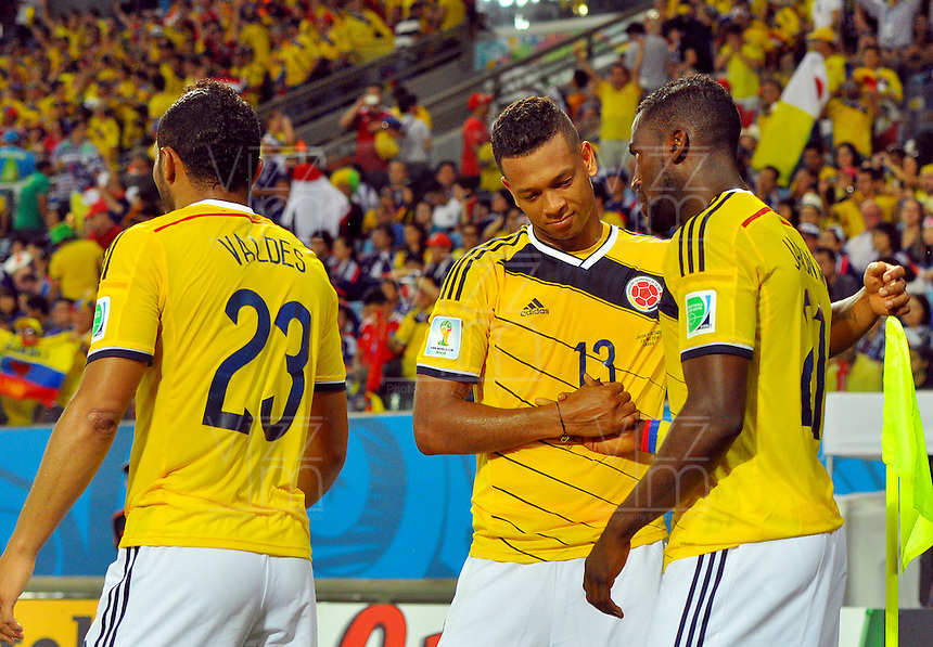 CUIABA - BRASIL -24-06-2014. Jackson Martinez (#21) y Fredy Guarin (#13) jugadores de Colombia (COL) celebran un gol anotado a Japón (JPN) durante partido del Grupo C de la Copa Mundial de la FIFA Brasil 2014 jugado en el estadio Arena Pantanal de Cuiaba./ Jackson Martinez (#21) and Fredy Guarin (#13) players of Colombia (COL) celebrate a goal scored to Japan (JPN) during the macth of the Group C of the 2014 FIFA World Cup Brazil played at Arena Pantanal stadium in Cuiaba. Photo: VizzorImage / Alfredo Gutiérrez / Contribuidor