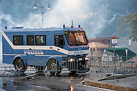 Roma  15 Ottobre 2011.Manifestazione contro la crisi e l'austerità.Scontri tra manifestanti e forze dell'ordine.Un blindato della polizia rompe le barricate in pzza San Giovanni.