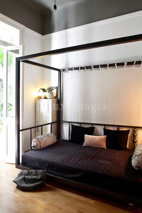 black contemporary canopy sofa