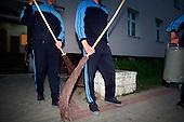 The last draft. Soldiers cleaning their barracks. Bartoszyce, Poland, June 2008.(Photo by Piotr Malecki / Napo Images)<br /> Ostatni pobor.Porzadki w jednostce w Bartoszycach.5/2008.<br /> Fot: Piotr Malecki / Napo Images