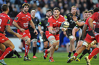 Konstantin Mikautadze of Toulon passes the ball. European Rugby Champions Cup match, between RC Toulon and Bath Rugby on January 10, 2016 at the Stade Mayol in Toulon, France. Photo by: Patrick Khachfe / Onside Images