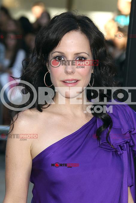 Mary-Louise Parker at the Premiere of Universal Pictures' 'Savages' at Westwood Village on June 25, 2012 in Los Angeles, California. &copy;&nbsp;mpi21/MediaPunch Inc. /*NORTEPHOTO.COM*<br /> **SOLO*VENTA*EN*MEXICO** **CREDITO*OBLIGATORIO** *No*Venta*A*Terceros* *No*Sale*So*third* *** No Se Permite Hacer Archivo** *No*Sale*So*third*&Acirc;&copy;Imagenes con derechos de autor,&Acirc;&copy;todos reservados. El uso de las imagenes est&Atilde;&iexcl; sujeta de pago a nortephoto.com El uso no autorizado de esta imagen en cualquier materia est&Atilde;&iexcl; sujeta a una pena de tasa de 2 veces a la normal. Para m&Atilde;&iexcl;s informaci&Atilde;&sup3;n: nortephoto@gmail.com* nortephoto.com.