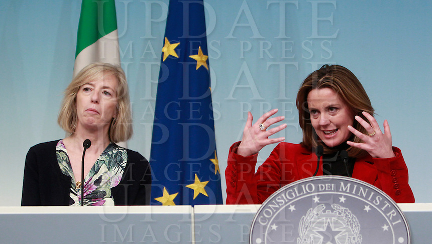 Il Ministro dell'Istruzione, dell'Universita' e della Ricerca Stefania Giannini, a sinistra, ed il Ministro della Salute Beatrice Lorenzin partecipano ad una conferenza stampa al termine del Consiglio dei Ministri a Palazzo Chigi, Roma, 14 marzo 2014.<br /> Italian Education, University and Research Minister Stefania Giannini, left, and Health Minister Beatrice Lorenzin attend a press conference at the end of a cabinet meeting at Chigi Palace, Rome, 14 March 2014.<br /> UPDATE IMAGES PRESS/Isabella Bonotto