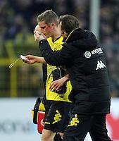FUSSBALL   1. BUNDESLIGA   SAISON 2011/2012   23. SPIELTAG Borussia Dortmund - Hannover 96                        26.02.2012 Sven Bender (Borussia Dortmund) muss blutverschiert ausgewechselt werden
