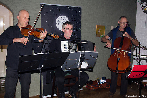 RemoliNo Wereldmuziekgroep, tijdens ondertekening Intentieverklaring Dark Sky Werelderfgoed Waddengebied