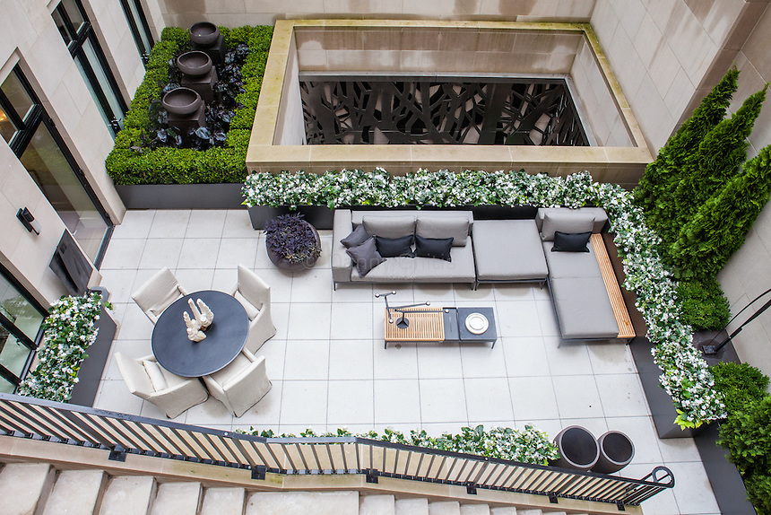 The Kips Bay Decorator Show House invited twenty one designers and architects to transform a luxury Manhattan townhouse for a benefit to the Kips Bay Boys &amp; Girls Club. <br /> <br /> Pictured, design by Daniel Richards Design<br /> <br /> <br /> Danny Ghitis for The New York Times