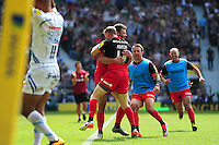 Duncan Taylor of Saracens celebrates his first half try with team-mates. Aviva Premiership Final, between Saracens and Exeter Chiefs on May 28, 2016 at Twickenham Stadium in London, England. Photo by: Patrick Khachfe / JMP