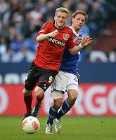 FUSSBALL   1. BUNDESLIGA   SAISON 2012/2013    29. SPIELTAG FC Schalke 04 - Bayer 04 Leverkusen                        13.04.2013 Andre Schuerrle (Bayer 04 Leverkusen) enteilt Benedikt Hoewedes (hinten, FC Schalke 04)