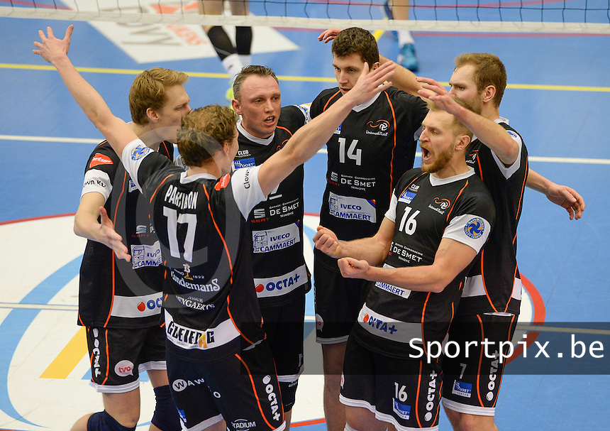 20161228 - ROESELARE ,  BELGIUM : Aalst pictured celebrating during the second semi final in the Belgian Volley Cup between Knack Volley Roeselare and Lindemans Aalst in Roeselare , Belgium , Wednesday 28 th December 2016 . PHOTO SPORTPIX.BE | DAVID CATRY