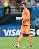 FUSSBALL WM 2014  VORRUNDE    Gruppe D     England - Italien                         14.06.2014 Torwart Salvatore Sirigu  (Italien) ballt nach dem 0:1 die Faeuste