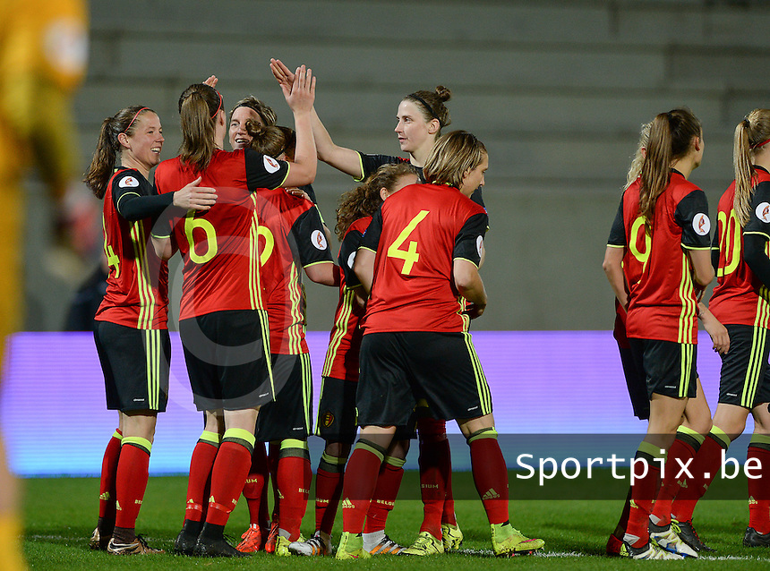 20160412 - LEUVEN ,  BELGIUM : Belgian team pictured celebrating their 4--0 lead during the female soccer game between the Belgian Red Flames and Estonia , the fifth game in the qualification for the European Championship in The Netherlands 2017  , Tuesday 12 th April 2016 at Stadion Den Dreef  in Leuven , Belgium. PHOTO SPORTPIX.BE / DAVID CATRY