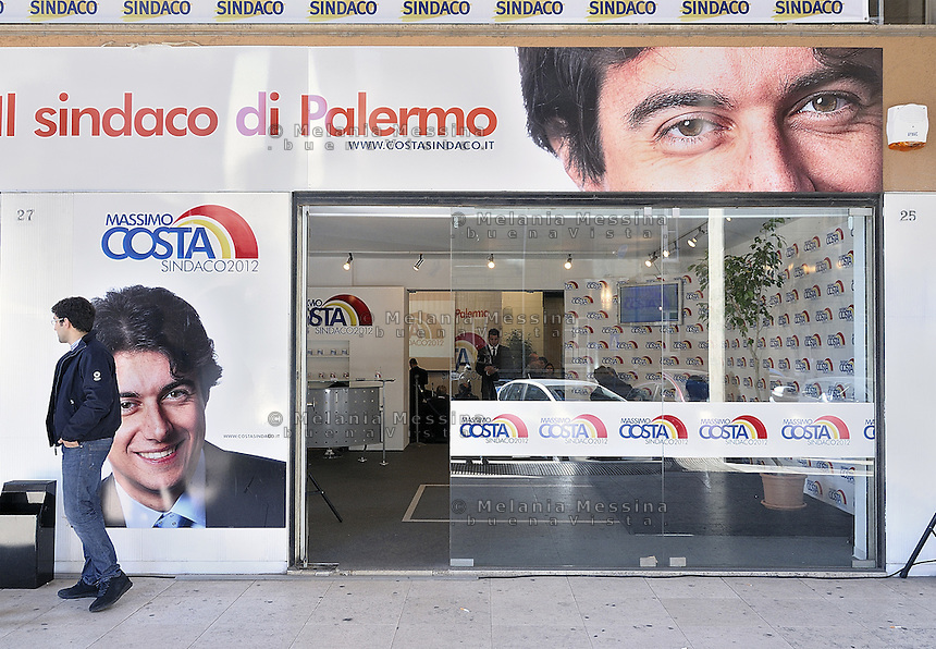 Palermo:2012 elections, headquarters of the electoral committee of the right candidate Massimo Costa..Palermo: elezioni 2012,sede del comitato elettorale del candidato di destra Massimo Costa.