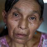 24 noviembre 2014. <br /> Lucia Xol (60 a&ntilde;os) Madre de Ovidio Xol desaparecido supuestamente por la oposici&oacute;n a los planes de la hidroel&eacute;ctrica Renace.<br /> La llegada de algunas compa&ntilde;&iacute;as extranjeras a Am&eacute;rica Latina ha provocado abusos a los derechos de las poblaciones ind&iacute;genas y represi&oacute;n a su defensa del medio ambiente. En Santa Cruz de Barillas, Guatemala, el proyecto de la hidroel&eacute;ctrica espa&ntilde;ola Ecoener ha desatado cr&iacute;menes, violentos disturbios, la declaraci&oacute;n del estado de sitio por parte del ej&eacute;rcito y la encarcelaci&oacute;n de una decena de activistas contrarios a los planes de la empresa. Un grupo de ind&iacute;genas mayas, en su mayor&iacute;a mujeres, mantiene cortado un camino y ha instalado un campamento de resistencia para que las m&aacute;quinas de la empresa no puedan entrar a trabajar. La persecuci&oacute;n ha provocado adem&aacute;s que algunos ecologistas, con &oacute;rdenes de busca y captura, hayan tenido que esconderse durante meses en la selva guatemalteca.<br /> <br /> En Cob&aacute;n, tambi&eacute;n en Guatemala, la hidroel&eacute;ctrica Renace se ha instalado con amenazas a la poblaci&oacute;n y falsas promesas de desarrollo para la zona. Como en Santa Cruz de Barillas, el proyecto ha dividido y provocado enfrentamientos entre la poblaci&oacute;n. La empresa ha cortado el acceso al r&iacute;o para miles de personas y no ha respetado la estrecha relaci&oacute;n de los ind&iacute;genas mayas con la naturaleza. &copy;Calamar2/ Pedro ARMESTRE<br /> <br /> The arrival of some foreign companies to Latin America has provoked abuses of the rights of indigenous peoples and repression of their defense of the environment. In Santa Cruz de Barillas, Guatemala, the project of the Spanish hydroelectric Ecoener has caused murders, violent riots, the declaration of a state of siege by the army and the imprisonment of a dozen activists opposed to the project . <