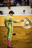 Quer&eacute;taro, Quer&eacute;taro. 30 de abril de 2016.- El matador Joselito Adame<br /> indulta a su primer toro en la corrida de este d&iacute;a fandango, de la<br /> ganader&iacute;a Fernando de la Mora.<br /> <br /> Octavio Garc&iacute;a &quot;El Payo&quot; y Andr&eacute;s Roca Rey lucieron aunque no salieron<br /> en hombros.<br /> <br /> Previo a la corrida el empresario taurino Juan Arturo &quot;Pollo&quot;<br /> TorresLanda fue reconocido por la Asociaci&oacute;n Nacional de Ganaderos y<br /> Toreros de M&eacute;xico por su aporte a la fiesta brava en el pa&iacute;s.<br /> <br /> Foto: Demian Ch&aacute;vez