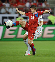 FUSSBALL  EUROPAMEISTERSCHAFT 2012   VORRUNDE Tschechien - Polen               16.06.2012 Lukasz Piszczek (Polen) gegen Vaclav Pilar (re, Tschechische Republik)