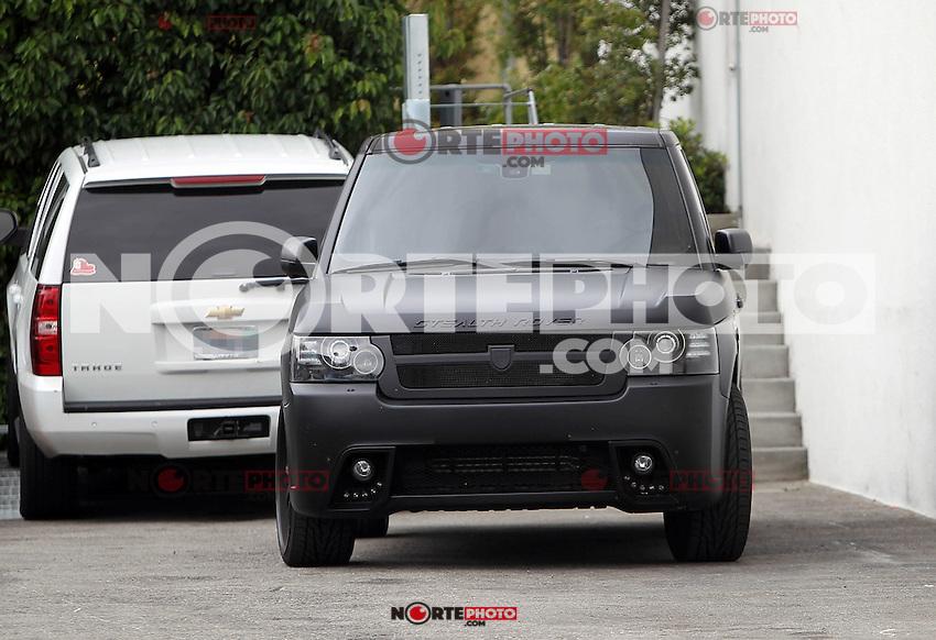 Justin Bieber  llega con sigilo su auto Rover el estudio en Los &Aacute;ngeles. Antes de la partida del estudio, el cantante fue visto poniendo un sombrero de de fieltro . Los Angeles, California el 2 de mayo de 2012. <br /> (Foto:&copy;*Correa/ Cara*a*Cara*Mediapunch/NortePhoto*)<br /> **SOLO*VENTA*EN*MEXICO**