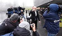 Fussball International 29.02.2016 FIFA Praesident Gianni Infantino (Schweiz) erster Tag im Home of Fifa FIFA Praesident Gianni Infantino (Mitte, Schweiz) umgeben von Jourbalisten