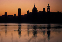 Mantova, skyline della citt&agrave; al tramonto dal Lago Inferiore, Palazzo Ducale e cupola di Sant' Andrea.<br /> Mantua, city skyline at sunset from Lower Lake, the Ducal Palace and the dome of Sant 'Andrea.