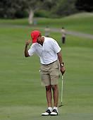 Kailua, Hawaii - December 29, 2008 -- United States President-elect Barack Obama acknowledges the applauding crowd gathered beside the 18th hole after he picked up the ball after his putt in Kailua, Hawaii on Monday, December 29, 2008. Obama and his family arrived in his native Hawaii December 20 for the Christmas holiday..Credit: Joaquin Siopack - Pool via CNP