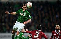 FUSSBALL   1. BUNDESLIGA   SAISON 2012/2013    20. SPIELTAG SV Werder Bremen - Hannover 96                           01.02.2013 Nils Petersen (li, SV Werder Bremen) gegen Karim Haggui (Mitte) und Sofian Chahed (re, Hannover)