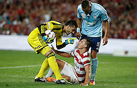 Sydney FC goalkeeper Vedran Janjetovic (L) talks to Wanderers Brendon Santalab during their A-League match in Sydney, March 8, 2014. VIEWPRESS/Daniel Munoz EDITORIAL USE ONLY