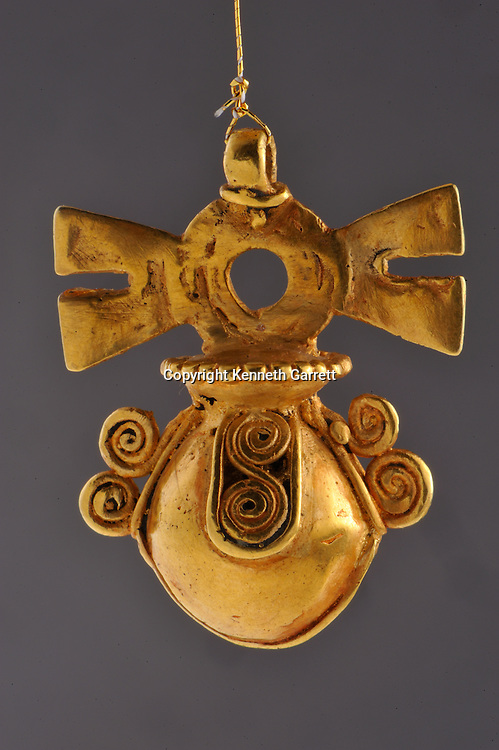 Greatest Aztecs, MM7677,  Mexico City, Mexico, Templo Mayor Museum, Gold pendant, gold necklace
