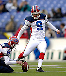 31 December 2006: Buffalo Bills kicker Rian Lindell (9) warms up prior to a game against the Baltimore Ravens at M&amp;T Bank Stadium in Baltimore, Maryland. The Ravens defeated the Bills 19-7. Mandatory Photo Credit: Ed Wolfstein Photo.<br />
