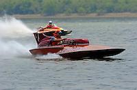 "Steve Lindo, E-103 ""Vagabond"", 1964 Sooy 280 class hydroplane..2004 Madison Regatta, Madison, Indiana, July 4, 2004..F. Peirce Williams .photography.P.O.Box 455 Eaton, OH 45320.p: 317.358.7326  e: fpwp@mac.com."