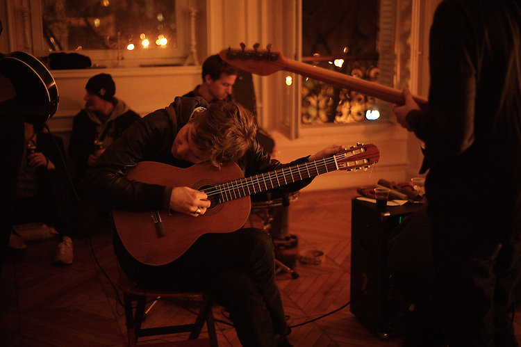 "The Walkmen (US) performing at the ""Soiree de poche #7"" (pocket night #7): a concert happening in an appartment in Paris, boulevard Magenta near Gare de l'Est. Organised by La Blogotheque.. .Feb. 2009, 11th / photo: Antoine Doyen"