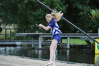 FIERLJEPPEN/POLSSTOKVERSPRINGEN: POLSBROEKERDAM: Tweekamp Holland-Friesland, Holland wint met een verschil van 7.02 meter (395.37) tegen Fryslân (388.35), Sigrid Bokma, ©foto Martin de Jong