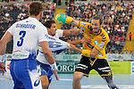 Hamburgs Stefan Schroeder (Nr.03) und Hamburgs Adrian Pfahl (Nr.26) verteidigt gegen Rhein-Neckars Kim Ekdahl Du Rietz (Nr.60) im Spiel Rhein-Neckar-Loewen - HSV Handball.<br /> <br /> Foto &copy; P-I-X.org *** Foto ist honorarpflichtig! *** Auf Anfrage in hoeherer Qualitaet/Aufloesung. Belegexemplar erbeten. Veroeffentlichung ausschliesslich fuer journalistisch-publizistische Zwecke. For editorial use only.