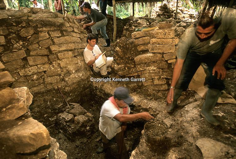 Cancuen, Guatemala, Arthur Demarest, Tomas Barrientos, Maya, palace, Classic Period, Peten, offering.