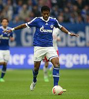 FUSSBALL   1. BUNDESLIGA   SAISON 2012/2013    31. SPIELTAG FC Schalke 04 - Hamburger SV          28.04.2013 Michel Bastos (FC Schalke 04)  am Ball