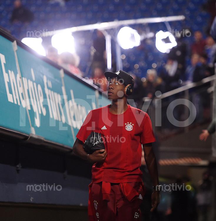 Fussball  1. Bundesliga  Saison 2015/2016  13. Spieltag in Gelsenkirchen FC Schalke 04 - FC Bayern Muenchen     21.11.2015 David Alaba (FC Bayern Muenchen) kommt in die Schalker Arena