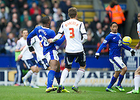 BOLTON, ENGLAND - Saturday, January 26, 2013: Everton's Steven Pienaar scores the first goal against after a shot from Victor Anichebe against Bolton Wanderers during the FA Cup 4th Round match at the Reebok Stadium. (Pic by David Rawcliffe/Propaganda)