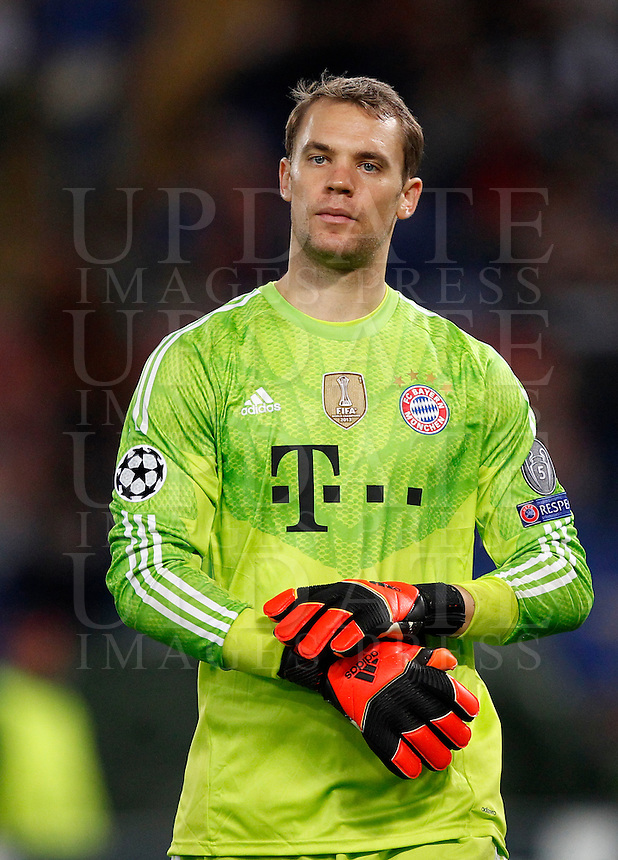Calcio, Champions League, Gruppo E: Roma vs Bayern Monaco. Roma, stadio Olimpico, 21 ottobre 2014.<br /> Bayern&rsquo;s goalkeeper Manuel Neuer leaves the pitch at the end of the Group E Champions League football match between AS Roma and Bayern at Rome's Olympic stadium, 21 October 2014. Bayern won 7-1.<br /> UPDATE IMAGES PRESS/Isabella Bonotto