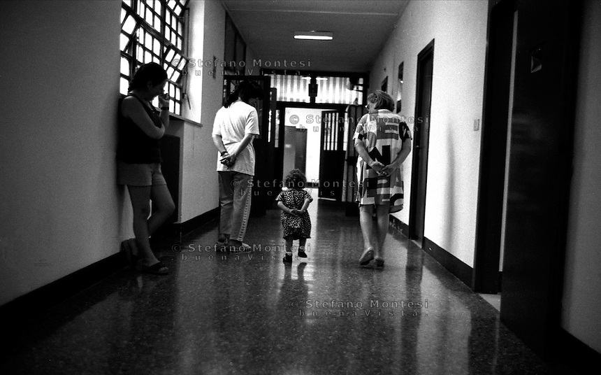 Roma 2000.Rebibbia, Carcere Femminile. Una bambina di due anni detenuta insieme alla mamma durante il passeggio nella sezione di massima sicurezza.Rome 2000.Rebibbia Prison Women.A child of two years prisoner with the mother during the walk  top security section