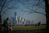 New York City has a Near record breaking temperatures as the city gets ready to star the spring season on next  March 20. New Jersey, United States. 18/03/2012. Photo by Eduardo Munoz / VIEWpress.