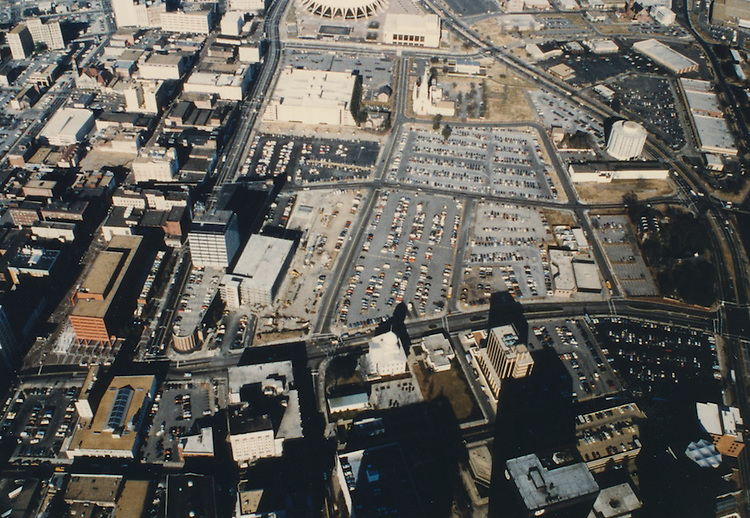 1986 January ..Redevelopment.Downtown North (R-8)..Aerial View 17 acres.Looking North...NEG#.NRHA#..