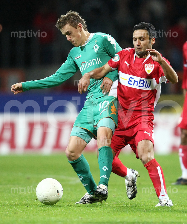 FUSSBALL   DFB POKAL   ACHTELFINALE   SAISON S007/2008 Werder Bremen II - VfB Stuttgart           30.01.2008 Max KRUSE (li, Bremen) gegen Yildiray BASTUERK (re, Stuttgart)