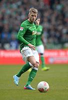 FUSSBALL   1. BUNDESLIGA   SAISON 2012/2013    28. SPIELTAG SV Werder Bremen - FC Schalke 04                          06.04.2013 Aaron Hunt (SV Werder Bremen) Einzelaktion am Ball