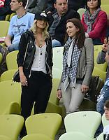 FUSSBALL  EUROPAMEISTERSCHAFT 2012   VIERTELFINALE Deutschland - Griechenland     22.06.2012 Lena Gercke (li, Freundin von Sami Khedira) und Lisa Mueller (re, Ehefrau von Thomas Mueller) zu Gast auf der VIP Tribuene