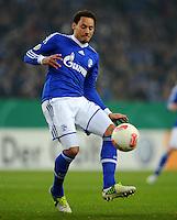 FUSSBALL   DFB POKAL    SAISON 2012/2013    ACHTELFINALE FC Schalke 04 - FSV Mainz 05                          18.12.2012 Jermaine Jones (FC Schalke 04) Einzelaktion am Ball