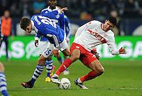 FUSSBALL   1. BUNDESLIGA   SAISON 2011/2012   18. SPIELTAG FC Schalke 04 - VfB Stuttgart            21.01.2012 Klaas Jan Huntelaar (li, FC Schalke 04) gegen Maza (re, Stuttgart)